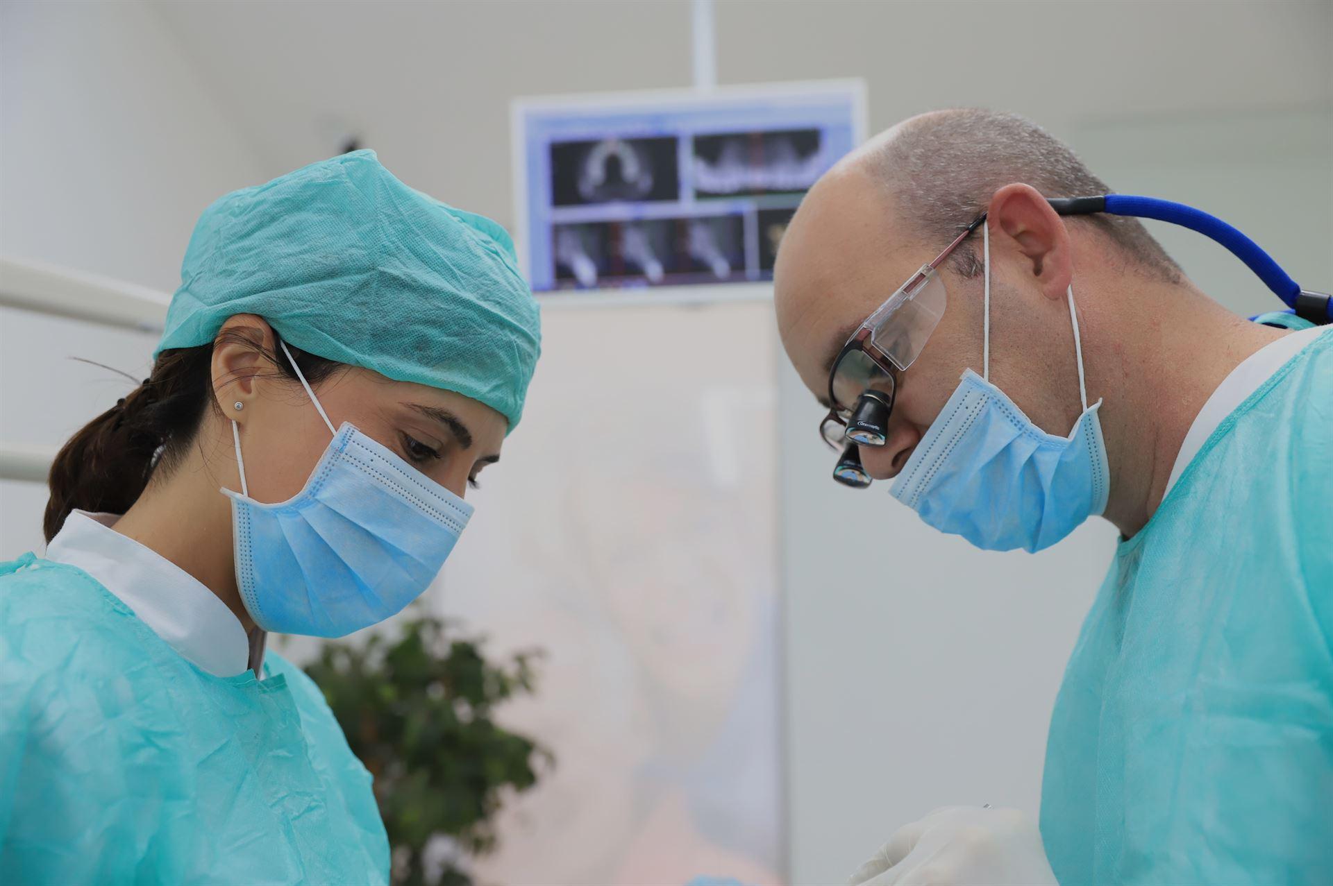 Somos especialistas en Implantología